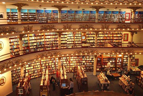 tattered-cover-book-store-bookstore-el-ateneo-2_28_550x370